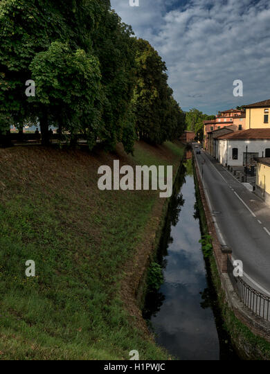 Ancient walls and old moat, now a canal, in Lucca, Tuscany, Italy - Stock Image