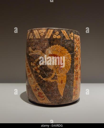 Vase, exposition 'Mayas', Musée du Quai Branly, Paris - Stock Image