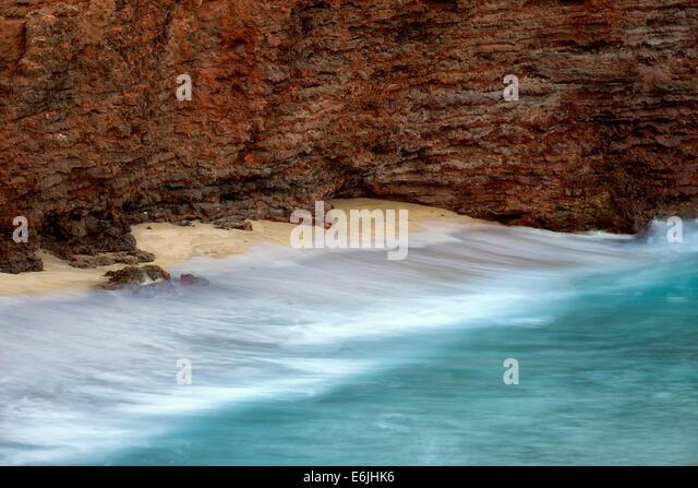 Cliffs and waves at Sweetheart Rock. Lanai, Hawaii - Stock Image