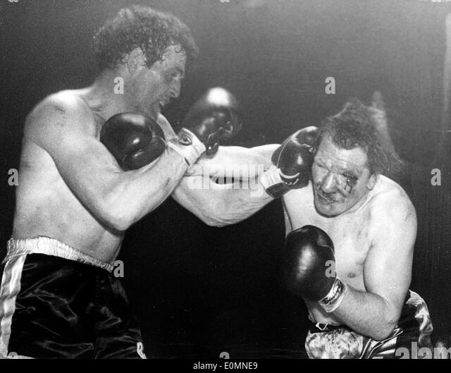 Ron Barton wins fight with Albert Finch - Stock Image