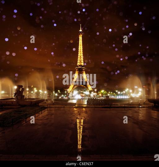The Eiffel tower lit at Night, Paris - Stock-Bilder