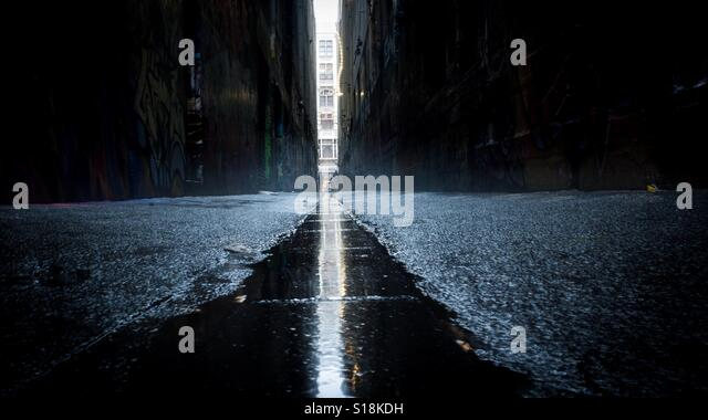 Urban grunge alleyway - Stock Image