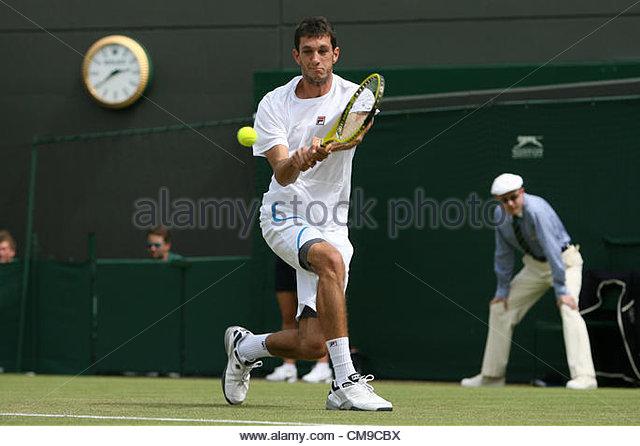 28/06/2012 - Wimbledon (Day 4) - James WARD (GBR) vs. Mardy FISH (USA) - James Ward hits a backhand - Photo: Simon - Stock-Bilder