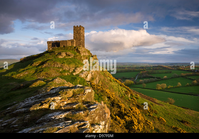 Brentor Church, high on a Dartmoor outcrop, Devon, England. Spring (April) 2009. - Stock-Bilder