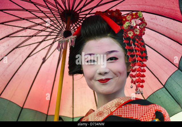 Geisha in kimono with umbrella, Asakusa, Tokyo, Japan - Stock-Bilder