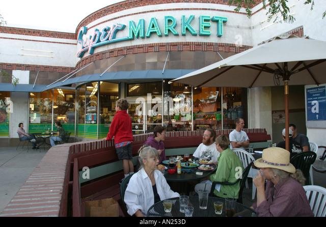 Albuquerque New Mexico Knob Hill Center alfresco dining W - Stock Image