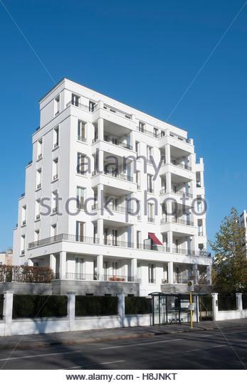 Luxury housing development stock photos luxury housing - Schleitzer garten ...