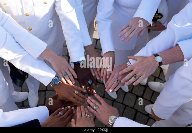 Annapolis, USA. 22nd May, 2015. Graduates show their class rings before their graduation ceremony at the U.S. Naval - Stock Image