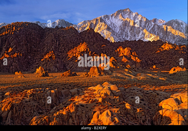 Lone Pine Peak and the Alabama Hills at sunrise - Stock Image