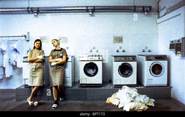 LAUNDERETTE WORKERS IMPORT/EXPORT; IMPORT EXPORT (2007) - Stock-Bilder