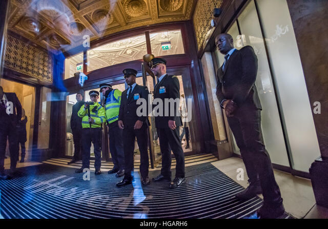 Qatari royal family stock photos qatari royal family for Door 4 harrods