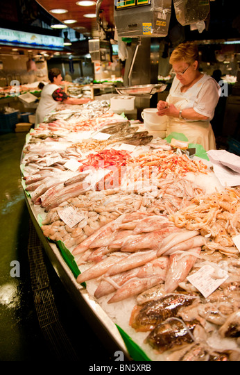 Seafood counter display stock photos seafood counter for Fresh fish market miami