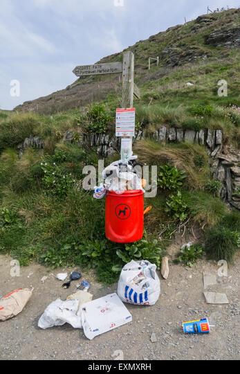 Coastal path, Cornwall. Rubbish overflowing bin. - Stock Image