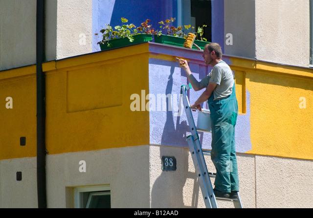 Man painting house Cesky Krumlov Czech Republic - Stock-Bilder