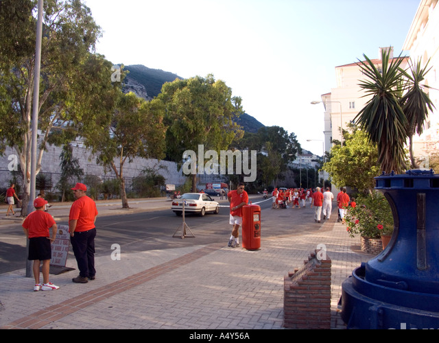 Gibraltar Tercentenary Celebrations human chain hold held link linked hands enjoy Gibraltar Tercentenary Celebrations - Stock Image