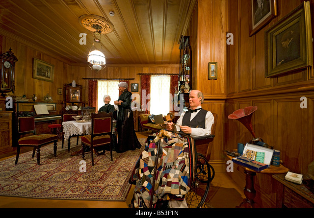 Reproduction of an upper class home from around 1900, at the Matakohe Kauri Museum, North Island, New Zealand - Stock Image