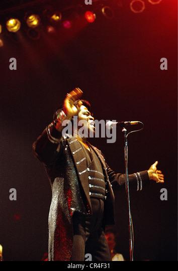 Brown, James, 3.5.1933 - 25.12.2006, US musician (singer), half length, on stage, circa 1992, microphone, singing, - Stock Image