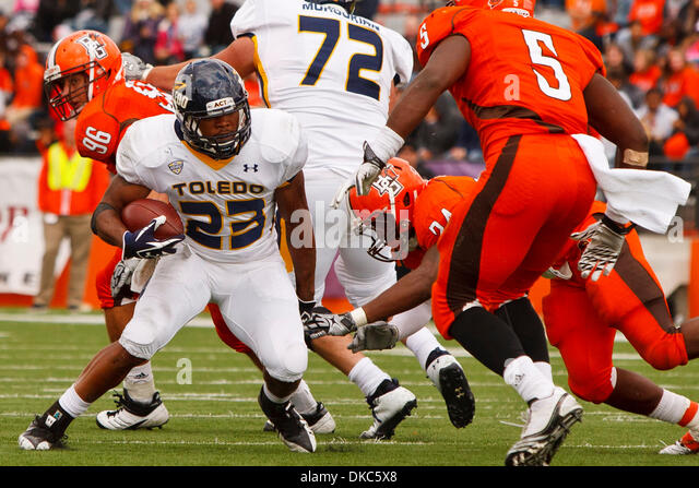 Oct. 15, 2011 - Bowling Green, Ohio, U.S - Toledo running back Morgan Williams (23) makes a cut to avoid the hit - Stock Image