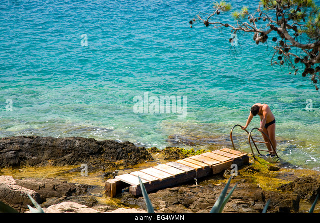 climbing rock sea swimsuits - photo #2