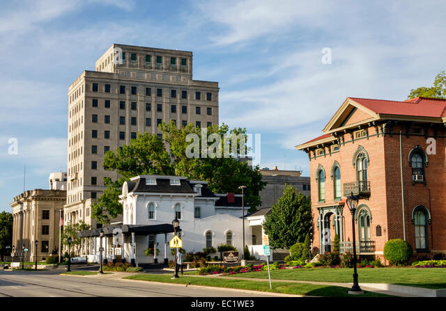 Illinois Springfield Historic Route 66 South 6th Street homes houses Franklin Life Insurance Co. Company building - Stock Image