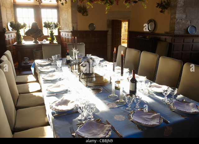 Ornate table settings in dining room - Stock Image