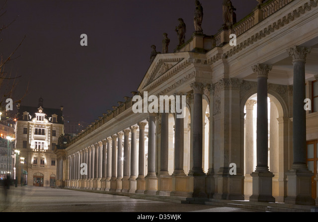 Night Karlovy Vary cityscape with Mill Colonnade, Czech Republic. - Stock-Bilder