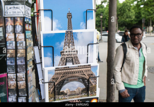 Paris,France,postcard,kiosk,shop,tourist,sights,Eiffel,Tower, - Stock-Bilder