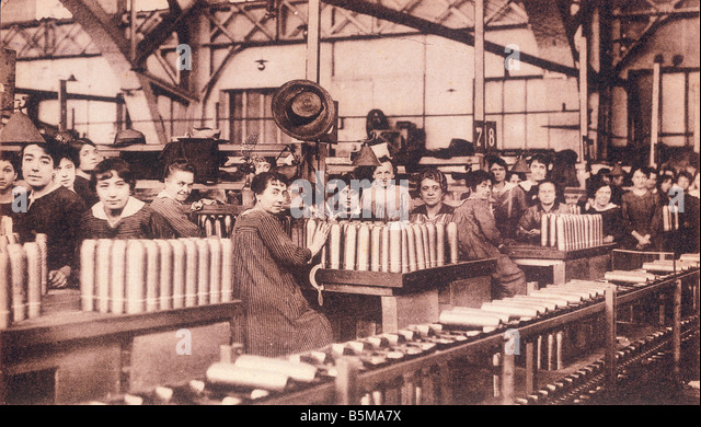 2 G55 R1 1914 2 E Women in the arms industry Lyon WW1 History World War 1 1914 18 Arms industry Usine de Materiel - Stock-Bilder