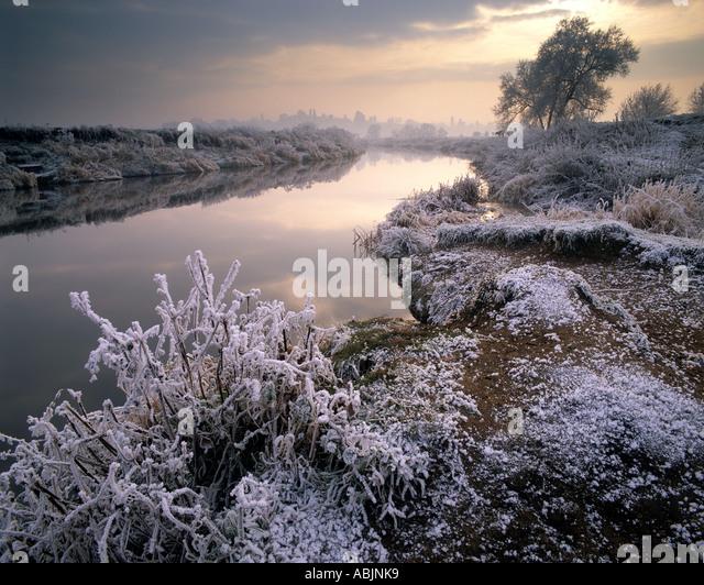 GB - WORCESTERSHIRE:  Winter along River Avon near Bredon's Norton - Stock Image
