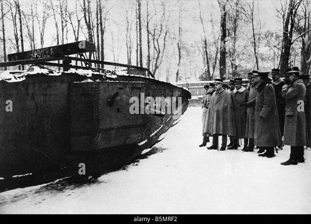 9 1917 11 20 A2 28 E WW1 Inspection captured English tank World War 1 1914 18 France Battle of Cambrai 20th 29th - Stock-Bilder