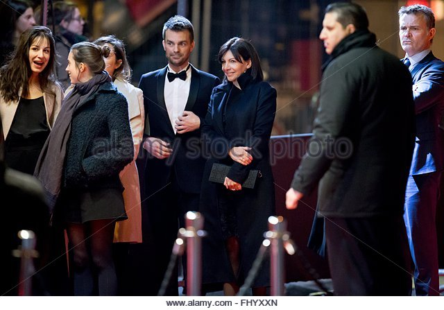 Paris, France. February 26th, 2016. FRANCE, Paris: Mayor of Paris Anne Hidalgo (3rdR) walks on the red carpet of - Stock Image