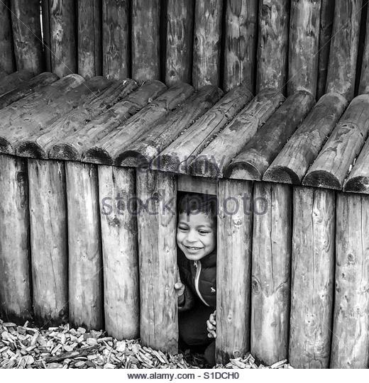 Boy playing peek-a-boo! - Stock-Bilder