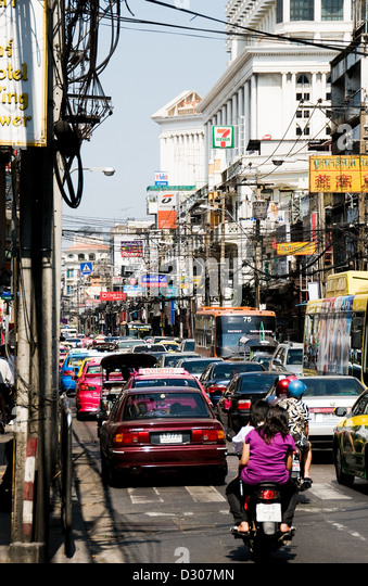 Bangkok street, Thailand - traffic in the heat of the day - Stock Image