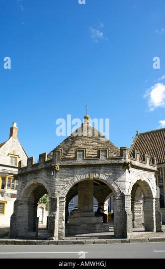 Market Cross Somerton Somerset England 17th century square with its octagonal Market Cross - Stock Image