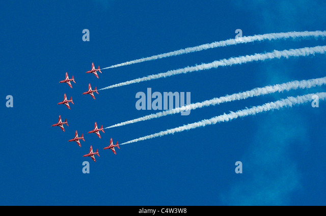 The Red Arrows flight display team entertaining the runners in the Great North Run half marathon in South Shields - Stock Image