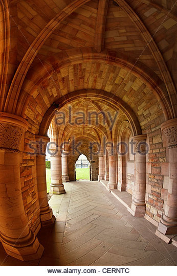 The memorial cloister at Kelso Abbey, built in 1933 to the memory of the 8th Duke of Roxburghe. - Stock-Bilder