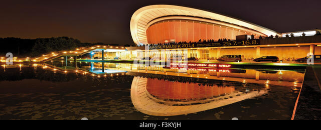 Germany, Berlin: House of the World´s Cultures by night in panoramic view - Stock-Bilder