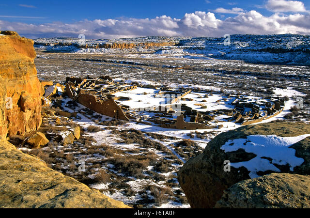 Aerial view of Pueblo Bonito under snow, Chaco Culture National Historic Park, New Mexico USA - Stock-Bilder