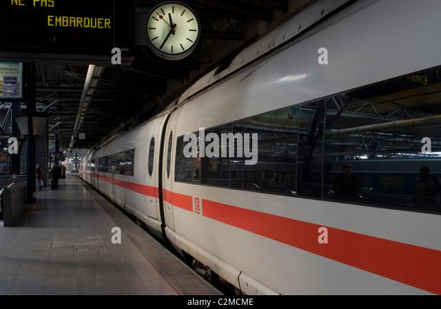 ICE (Intercity Express) train at Brussel Zuid station, Brussels, Belgium - Stock-Bilder