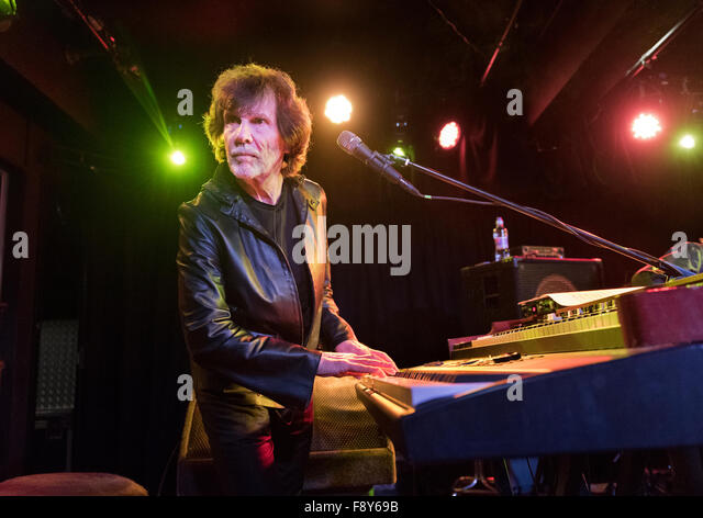 Rock band The Zombies in concert at Manchester Academy, 9th December 2015. Founder member Rod Argent on keyboards. - Stock Image