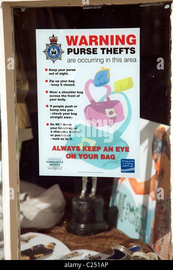 Warning purse handbag thefts notice shop window - Stock Image