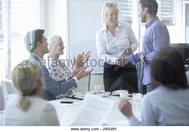 Businesspeople Confirm Agreement With Handshake In Meeting - Stock-Bilder