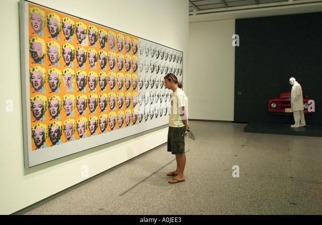 Cleveland Ohio University Circle Museum of Art Andy Warhole painting visitor - Stock Image