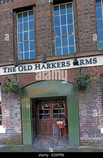 The Old Harkers Arms Canalside, Chester City, England, UK - Stock Image