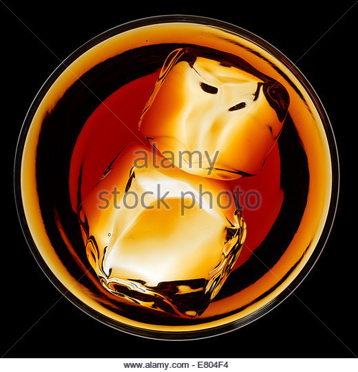 Overhead image of whiskey or scotch drinks with ice on black background - Stock-Bilder