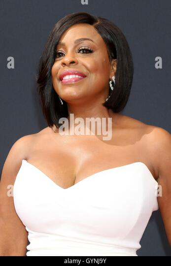 Los Angeles, CA, USA. 18th Sep, 2016. Niecy Nash at arrivals for The 68th Annual Primetime Emmy Awards 2016 - Arrivals - Stock-Bilder
