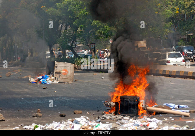 Violent protest burning garbage on road ; Bandra ; Bombay Mumbai ; Maharashtra ; India 21 October 2008 - Stock Image