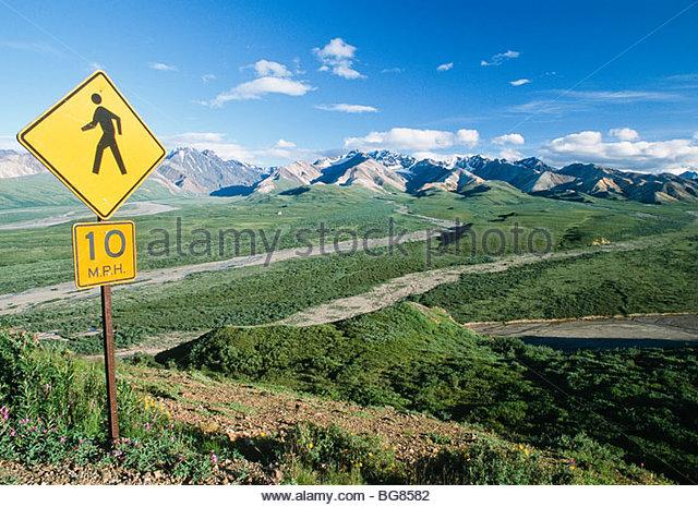 Alaska. Denali NP, Polychrome Pass. Pedestrian sign. - Stock Image