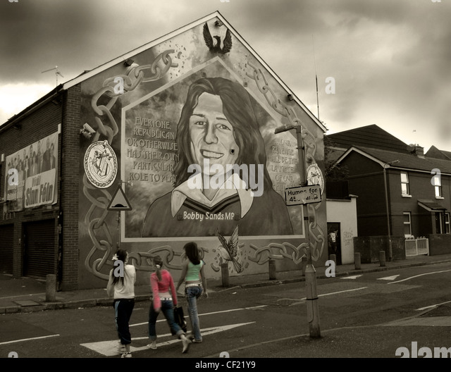 Sinn Fein office Belfast. Bobby Sands starved himself to death in prison as part of the campaign to obtain 'Political - Stock Image