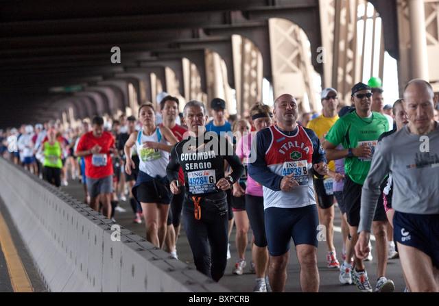 Runners crossing the 59th street Queensboro Bridge during the 2009 New York City Marathon - Stock Image